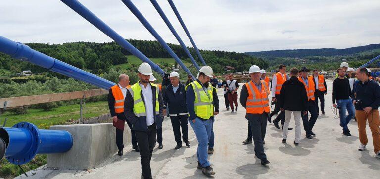 Minister Adamczyk z wizytą w Kurowie. Oglądał pylony i wanty
