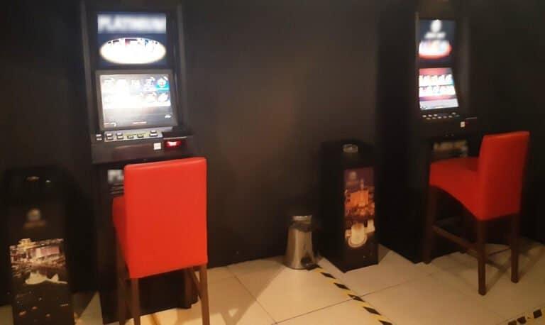 Nowy Sącz. Policjanci wytropili nielegalny hazard. Właścicielowi automatów grozi kara liczona w setkach tysięcy złotych
