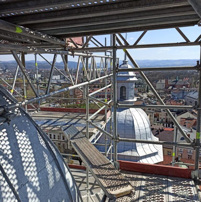 Nowy Sącz. Pod miedzią, która po 365 latach wróci na wieżę, umieszczona zostanie nowa kapsuła czasu