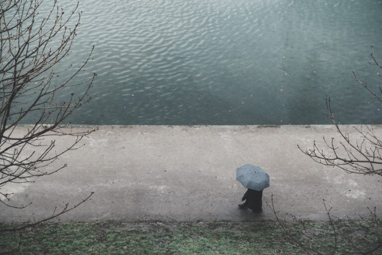 Przed nami deszcz i burze. Poziom wody w rzekach może niebezpiecznie wzrosnąć