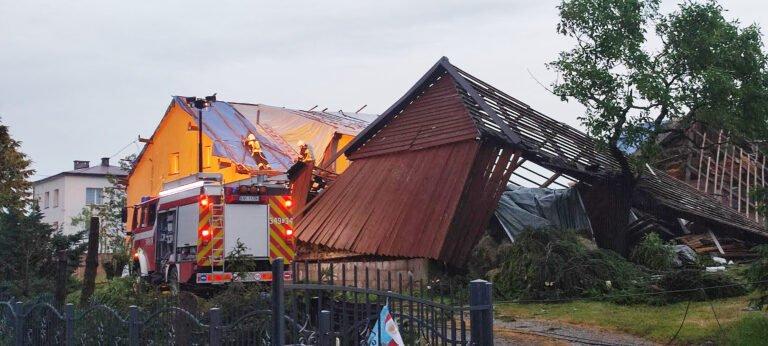 [ZDJĘCIA] Tragiczny obraz po trąbie powietrznej w Librantowej i Koniuszowej. Rozmiar zniszczeń jest niewyobrażalny