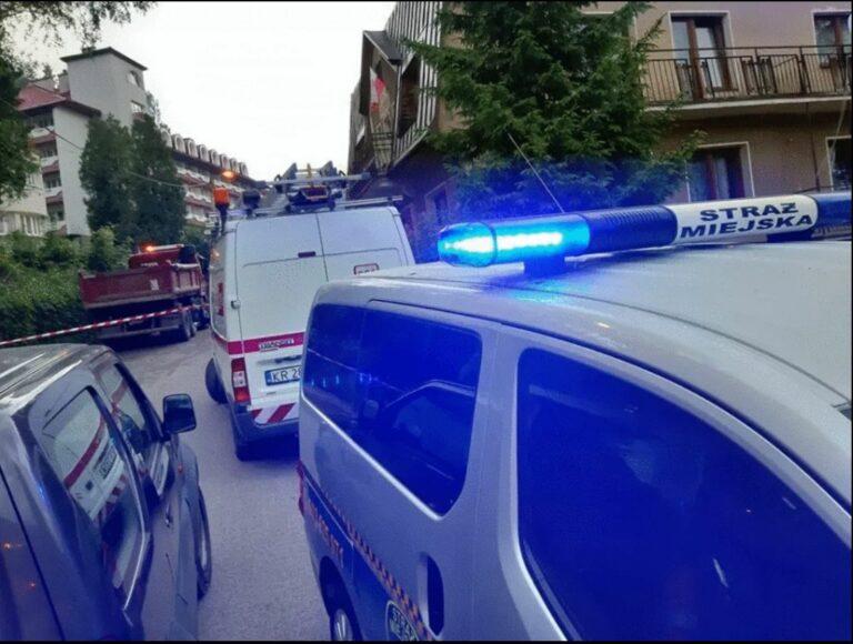 Mur oporowy runął w Krynicy-Zdroju na samochody