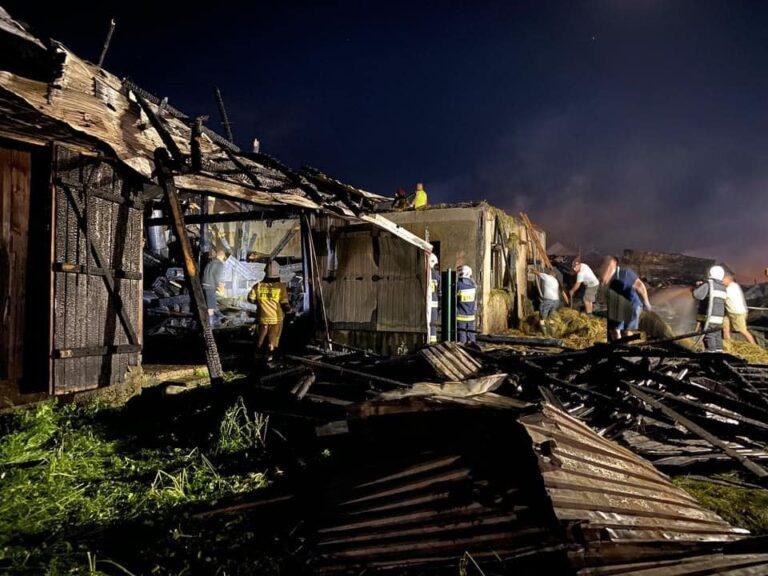 Ogniowy efekt domina… Pożar w Nowej Białej gasili strażacy z całej Małopolski