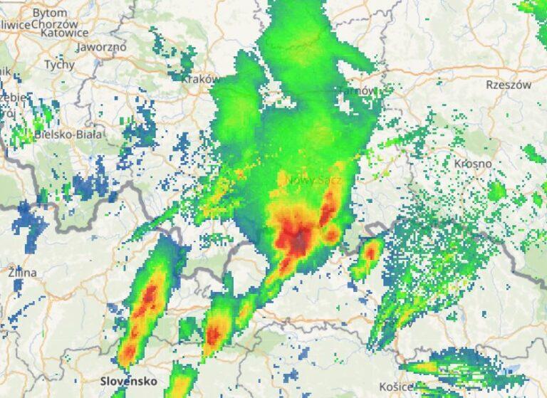 UWAGA! znów grzmi w regionie. Może spaść grad. Mogą wystąpić lokalne podtopienia