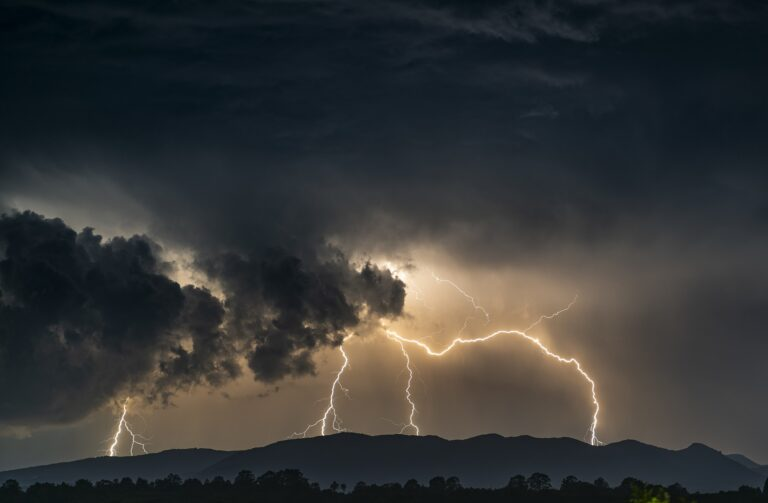 UWAGA! na południe Polski wrócą dziś burze z gradem
