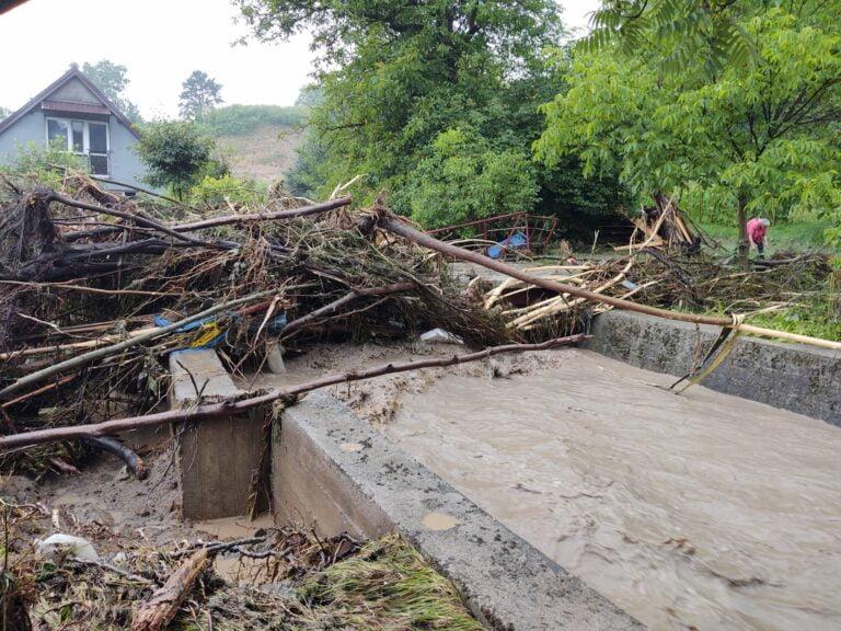 42 zalane budynki, 7 zniszczonych dróg. Kolejna fala powodziowa przetoczyła się przez Sądecczyznę