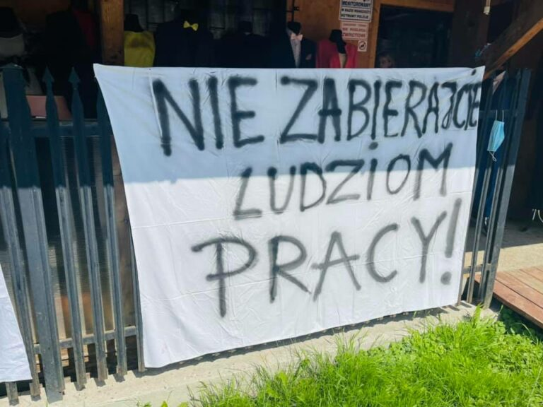 """Protest w Leluchowie po decyzji słowackiego rządu: ,,Nie zabierajcie ludziom pracy"""", ,,Chcemy normalnie żyć"""""""