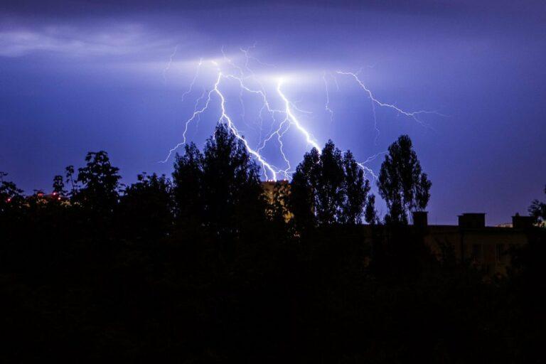 Synoptyk IMGW: w sobotę nadal burzowo i upalnie
