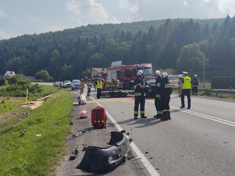 DK75, Witowice. Trzy osoby ranne w wypadku. Kierowca uwięziony we wraku auta [ZDJĘCIA]