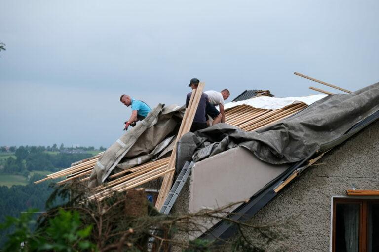 Caritas pomoże w odbudowie domu po trąbie powietrznej. Można składać wnioski