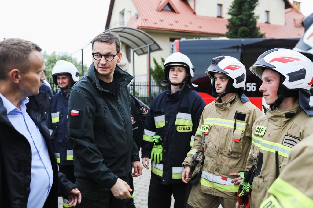 Premier Morawiecki podczas wizyty w Librantowej