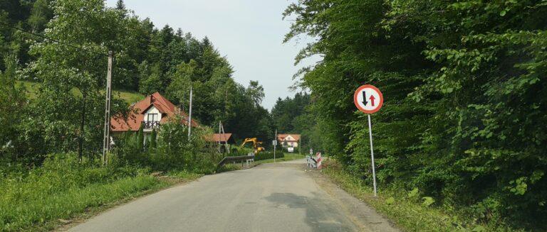Droga Mogilno – Paszyn już przejezdna, ale trzeba zachować ostrożność