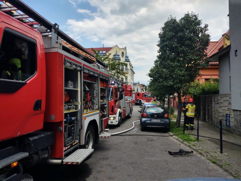Nowy Sącz. Na dachu domu zapaliła się papa