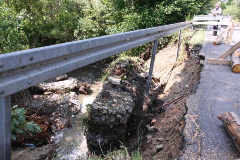 """Gmina Korzenna. Oszacowano straty, jakie wyrządził żywioł. Powódź """"wypłukała"""" miliony"""