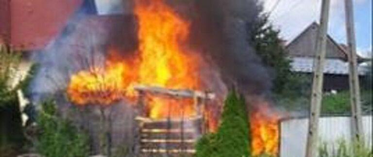 Tylicz. Płonęła altana i drewniany domek dla dzieci