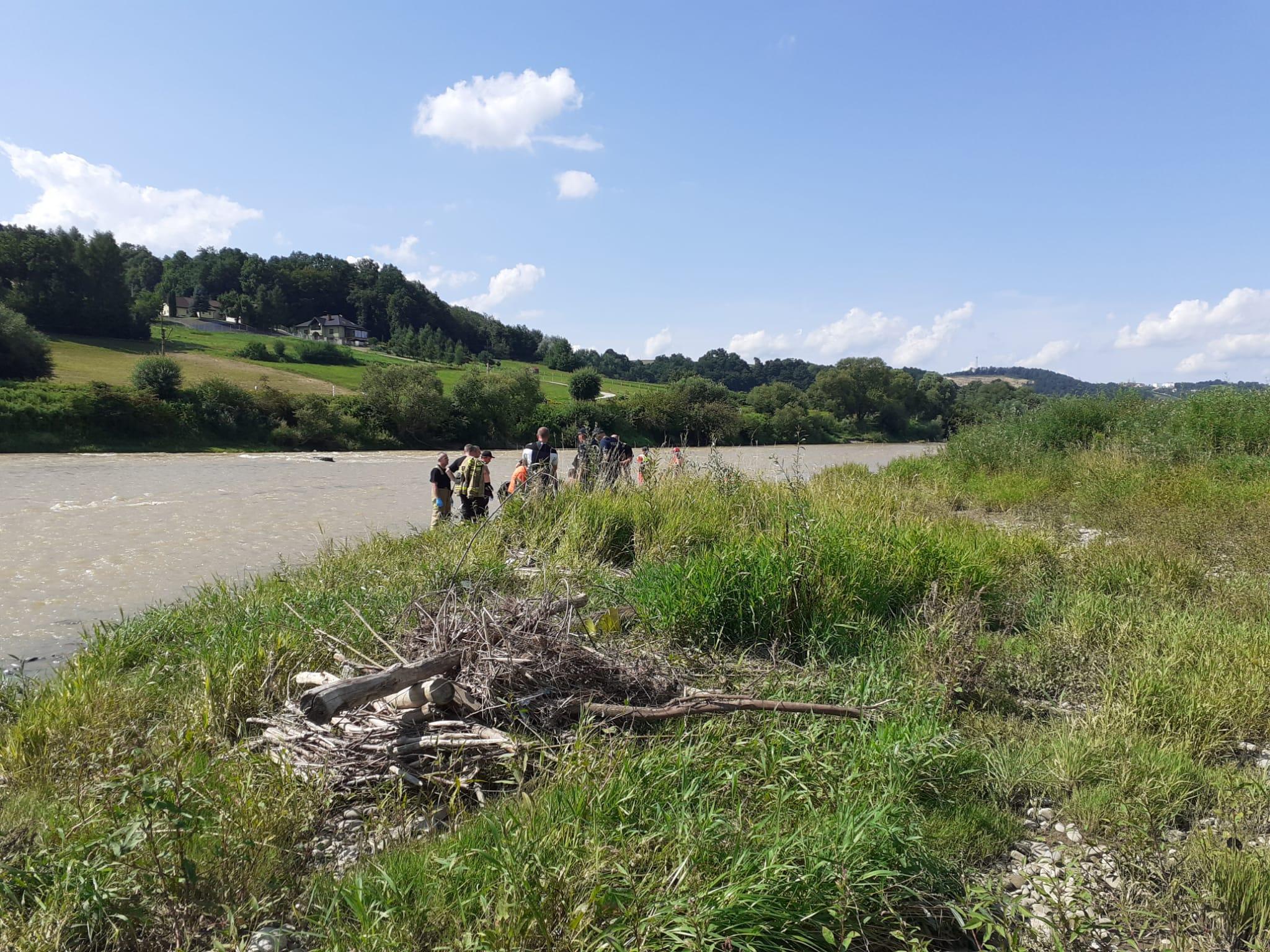 poszukiwania nad Dunajcem w Nowym Sączu
