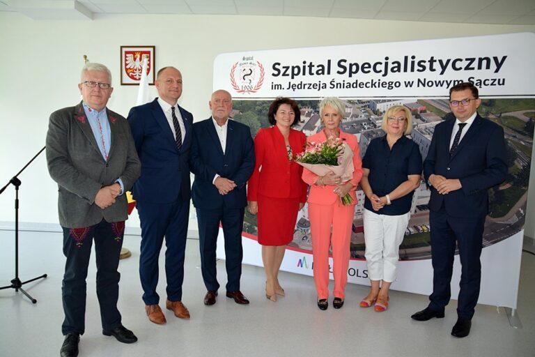 Szefowa nowosądeckiego szpitala wyróżniona Srebrnym Krzyżem Zasługi przez prezydenta Andrzeja Dudę