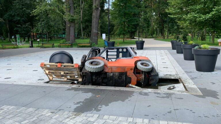 Fontanna w Parku Strzeleckim nie wytrzymała ciężaru wózka widłowego