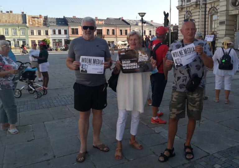"""Media to my! Demonstracja przeciwko """"Lex TVN"""" w Nowym Sączu"""