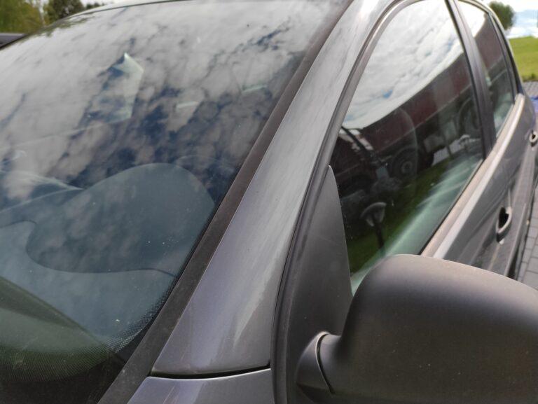 Nowy Sącz. Strażacy rozbili szybę, by wydostać niemowlę z auta