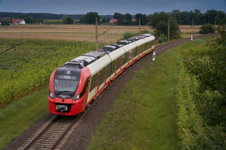 Rozpoczęły się testy nowych pociągów Newagu dla Szybkiej Kolei Miejskiej