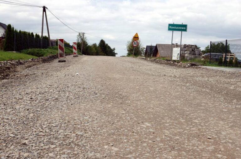 Do końca września nowa droga w Koniuszowej