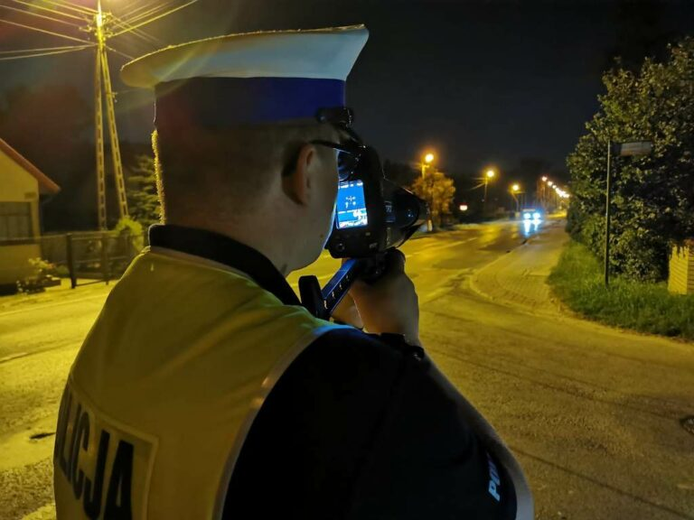 Nowy Sącz, Stary Sącz: Policyjna akcja przeciwko amatorom nocnych wyścigów. Rekordzista pruł 124/h