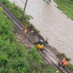 OSP Żegiestów, osunęcie się ziemi na tory, pociągi odwołane