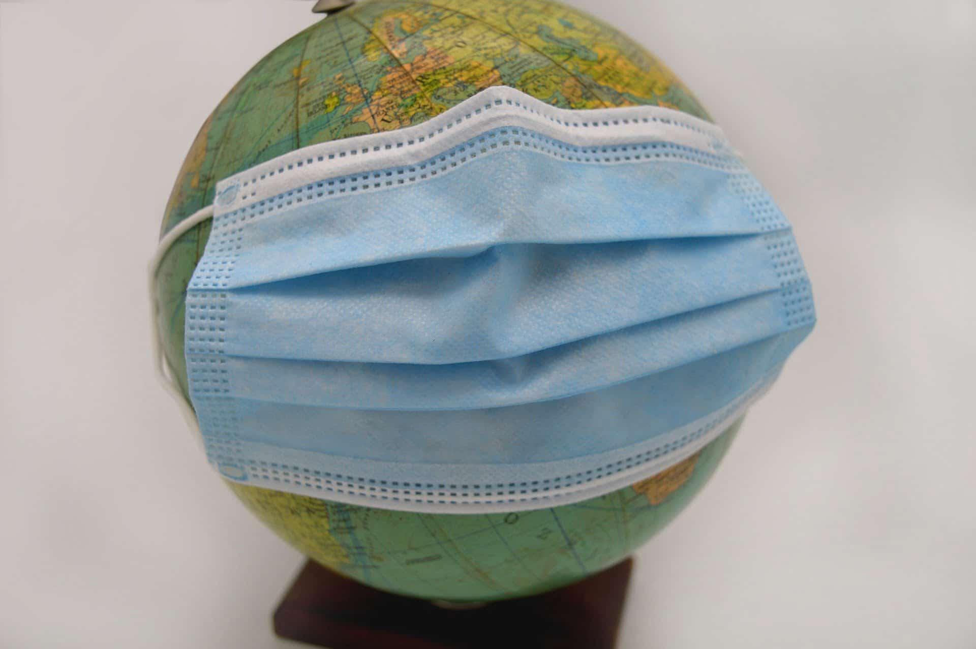 Maseczka na globusie