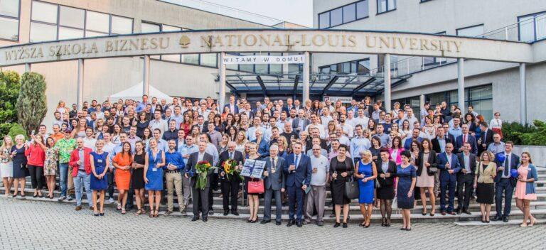 Trzydzieści lat minęło… Do Nowego Sącza zjedzie tłum absolwentów Wyższej Szkoły Biznesu