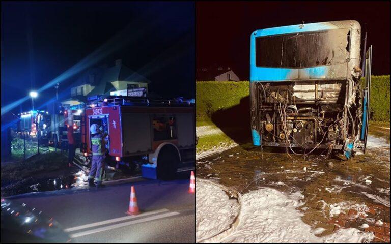 Pożar autobusu w Kąclowej. Pojazd zaparkowany był obok domu