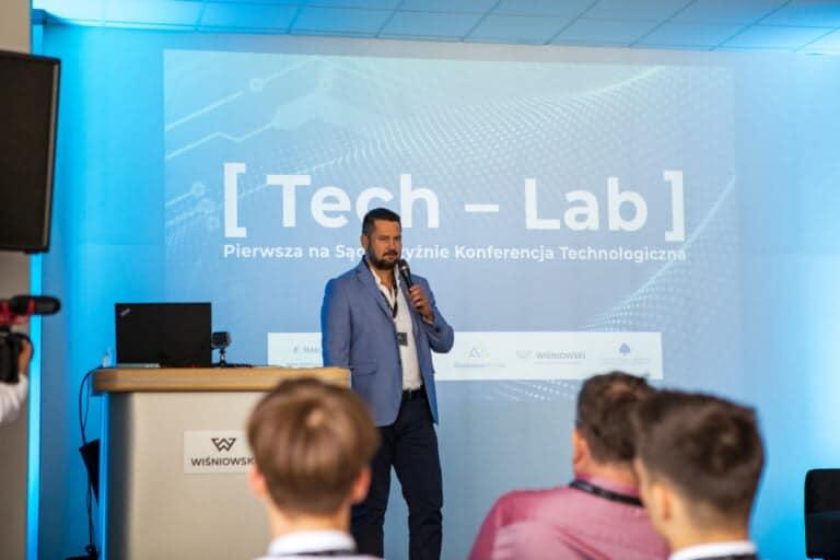 """""""Dzisiejsze spotkanie to kolejny krok do rozwoju"""" – Tomasz Długopolski. Konferencja technologiczna """"Tech-Lab"""" [WIDEO]."""