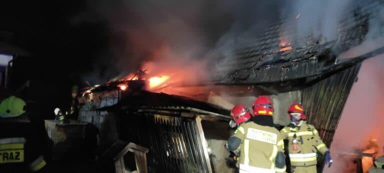 Moszczenica Niżna. Kilkudziesięciu strażaków walczyło z ogniem