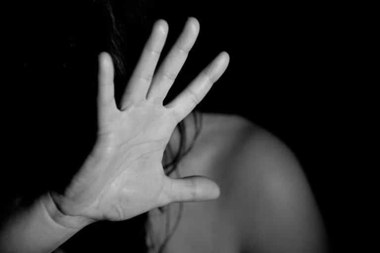 71-latek wykorzystał nastolatkę. Prokurator chce by odpowiedział za gwałt