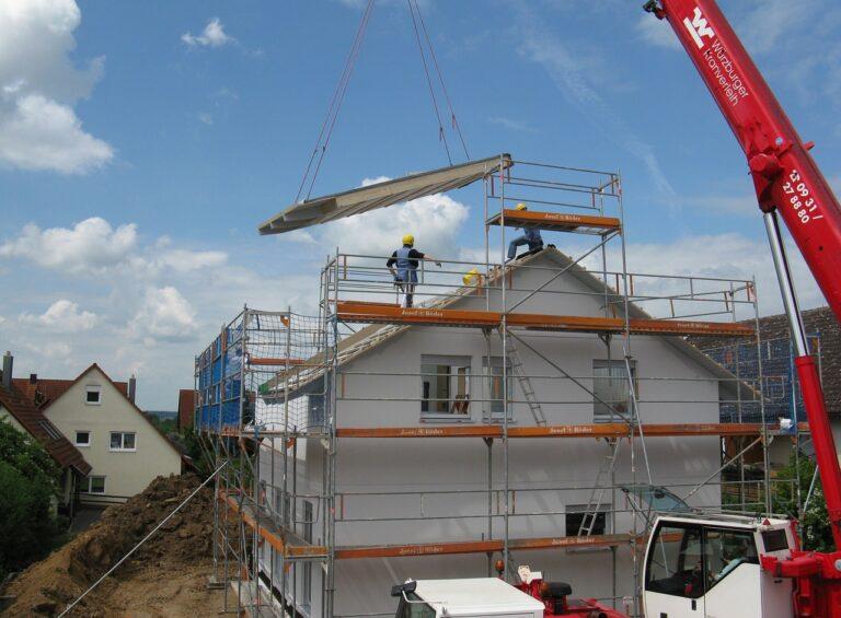 Sprzedaż domu w budowie – jak zrobić to zgodnie z prawem?
