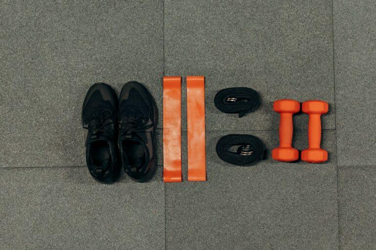 Skuteczne ćwiczenia z gumą na pośladki