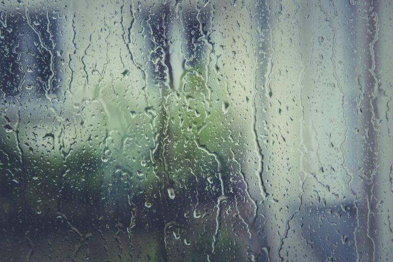 Deszcz i wysoki poziom rzek. Wydano ostrzeżenia