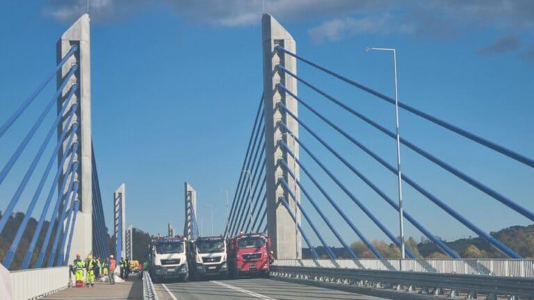 Most w Kurowie przeszedł próby obciążenia. W poniedziałek oficjalne otwarcie