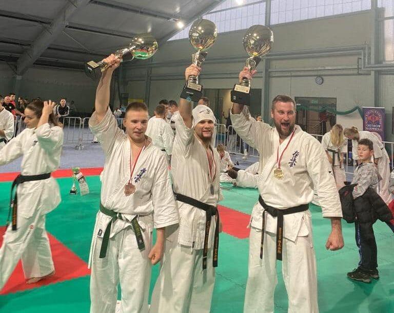 Chłopak z Nowego Sącza wywalczył srebro na Mistrzostwach Polski Open Karate Kyokushin. Brawo Grzegorz!