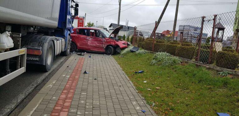 Siołkowa. Kobieta ranna w wypadku z udziałem ciągnika siodłowego Scania