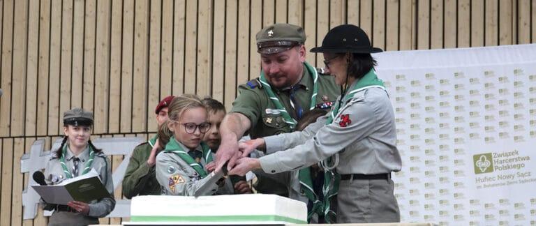 Nowy Sącz. Harcerskie urodziny z tortem i medalami