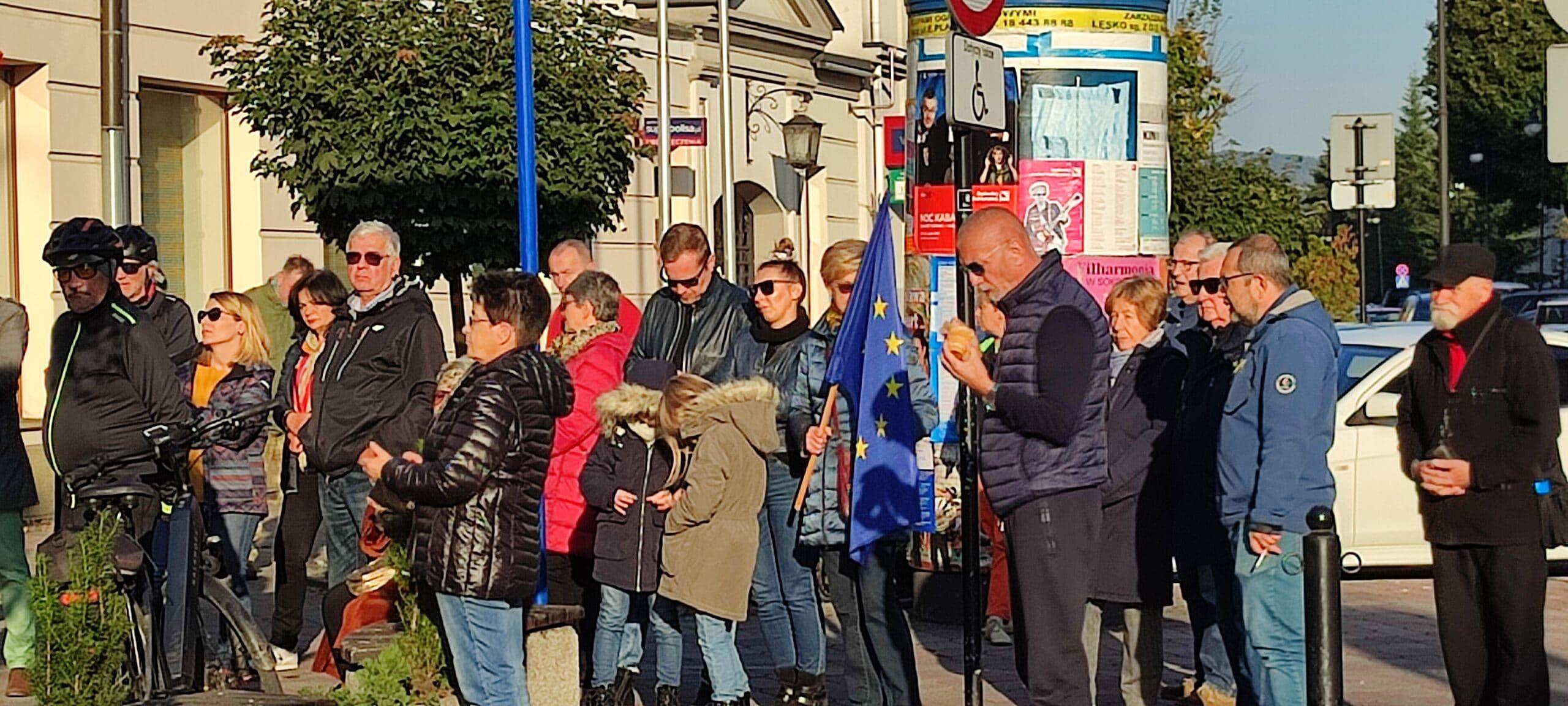 Antyrządowa demonstracja w Nowym Sączu, protest w obronie obecności Polski w UE