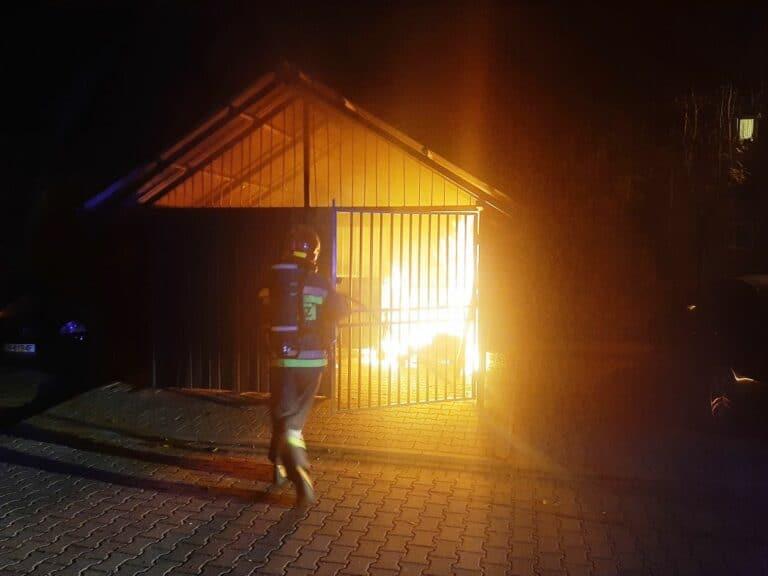 Nowy Sącz, Cieniawa. W nocy strażacy walczyli z ogniem